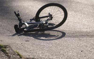 На Житомирщині авто збило велосипедиста: загинули водій і пасажир