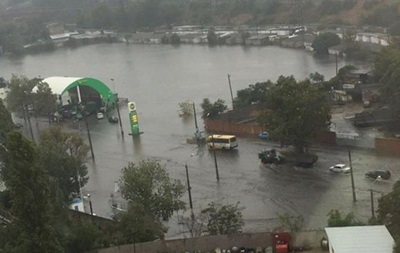 В Одесі через зливу без світла залишилися дві тисячі будинків