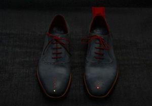 В Британии придумали обувь, которая показывает владельцам дорогу домой