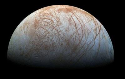 Ученые НАСА вновь увидели гигантские гейзеры на спутнике Юпитера