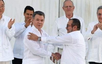 Президент Колумбії і повстанці ФАРК підписали мирний договір