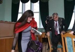 Мэр Нежина считает заказными действия журналистки, облившей его грязью