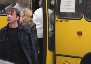 Во Львове водитель маршрутки дверью сломал женщине ногу