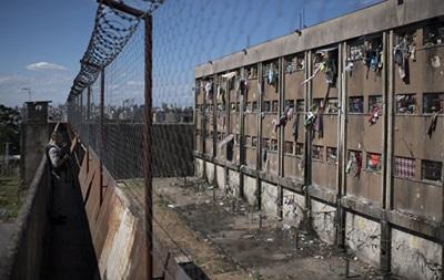 Из бразильской тюрьмы сбежали до 300 заключенных