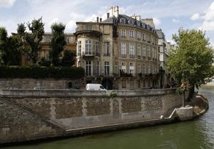 В знаменитом парижском Отеле Ламбер произошел пожар
