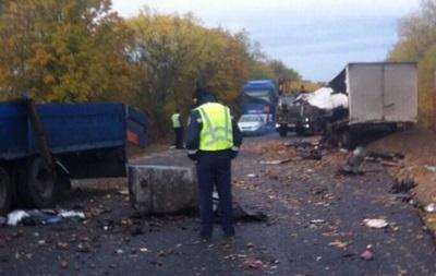 На Одещині вантажівки врізалися лобом в лоб