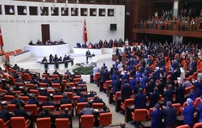 В Турции оппозиция бойкотирует работу парламента