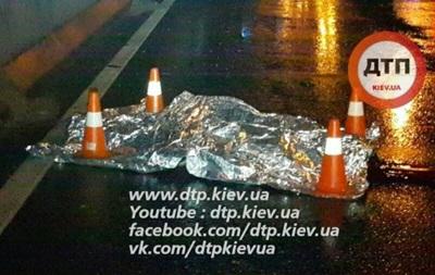 В Киеве отец и сын попали под колеса авто
