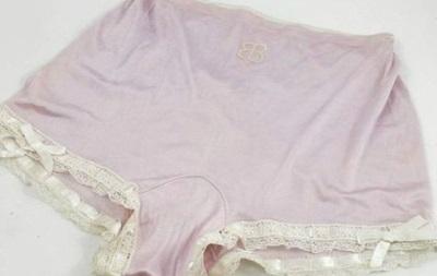 Шовкову білизну Єви Браун продали за 2 900 фунтів