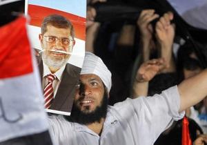 Родственники Мурси не могут связаться с ним и обвиняют военных в похищении