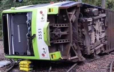 Число жертв крушения трамвая в Лондоне выросло