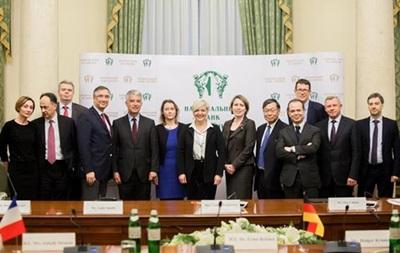 Послы стран  Большой семерки  поддержали Нацбанк
