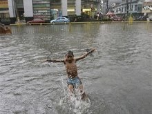 Жертвами тайфуна на Филиппинах стали 229 человек, 700 пропали без вести
