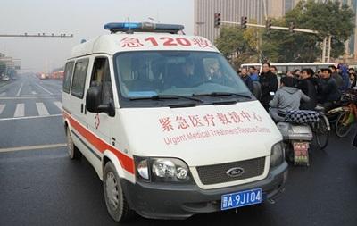 У Китаї авто протаранило натовп людей, є загиблі