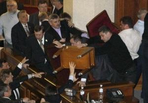 Ефремов спрогнозировал, что требование наказать депутатов за драку спустят на тормозах