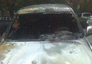 В Киеве сгорел внедорожник. МЧС рассматривает версию поджога