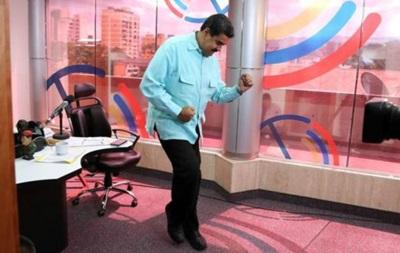 Президента Венесуели критикують за сальсу