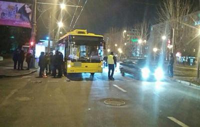 В Полтаве троллейбус сбил троих школьников на пешеходном переходе