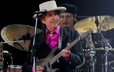 Бобу Ділану вручать Нобелівську премію на концерті