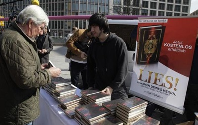 МИД Австрии призвал запретить раздачу Корана на улице