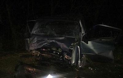 В Одеській області BMW врізався в маршрутку: 11 постраждалих