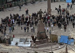 В Каире возобновились стычки между сторонниками и противниками Мубарака