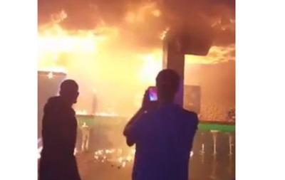 Пожежа у Львові: відвідувачі робили селфі на фоні вогню