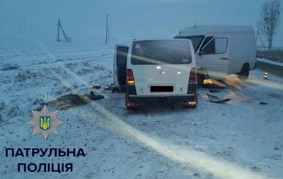 Под Ровно столкнулись два микроавтобуса, есть жертвы