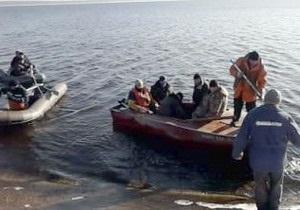 На водохранилище Хмельницкой АЭС откололась льдина с 17 рыбаками