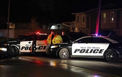 В Айове авто врезалось в супермаркет: трое погибших