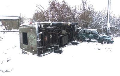 На Чернігівщині перекинувся автобус з дітьми, є постраждалі