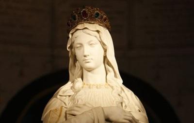 Город во Франции обязали убрать из парка статую Девы Марии