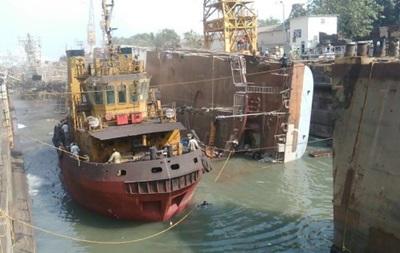 В Індії фрегат задавив двох людей