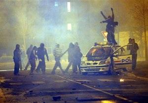 Во Франции из-за гибели молодого человека, убегавшего от полиции, вспыхнули массовые беспорядки