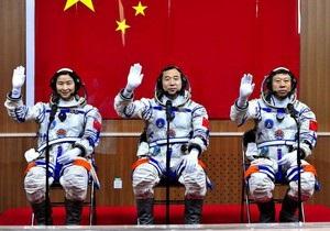 Китай запустил космический корабль с тремя тайконавтами