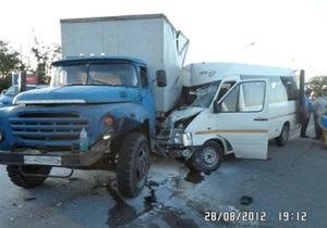 Под Одессой столкнулось три авто, шестеро человек пострадали