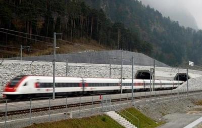 У Швейцарії запустили потяг по найдовшому у світі тунелю