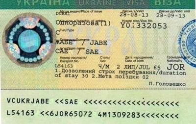 За українською візою австралійця відправили з Жулян до Борисполя через Дубай