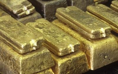 Індійські правоохоронці знайшли пуд золота в дитячих підгузках