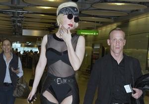 Lady Gaga упала с 25-сантиметровых каблуков