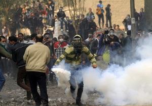 Египетские демонстранты не поверили военным: столкновения проходят у здания МВД