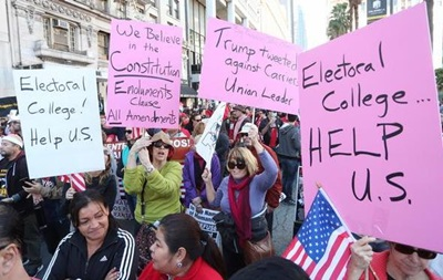 Вибірники в США приступили до підтвердження підсумків