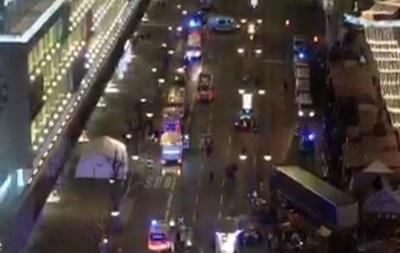 У Берліні вантажівка в їхала в натовп на ярмарку, є жертви