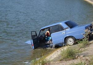 В крымском канале утонул автомобиль с людьми: двое погибших