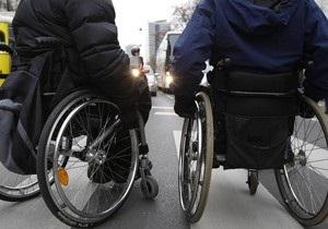 Янукович призвал украинцев проникнуться проблемами людей с ограниченными возможностями