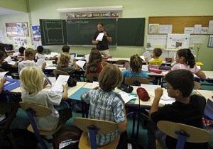 Британским учителям напомнили, что можно бить школьников