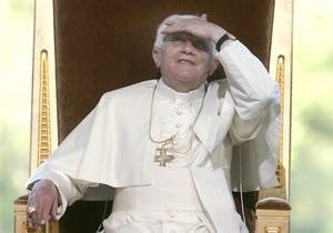 Папа Римский передал заблокированным в шахте чилийцам четки для молитв