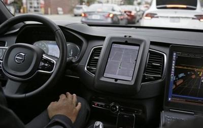 Uber зупиняє тести безпілотних таксі у Каліфорнії