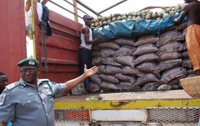 У Нігерії конфіскували партію  пластикового рису