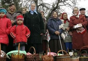Литвин и Азаров поздравили украинцев с Пасхой